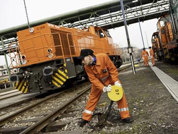 Bild 8 Eisenbahner im Betriebsdienst