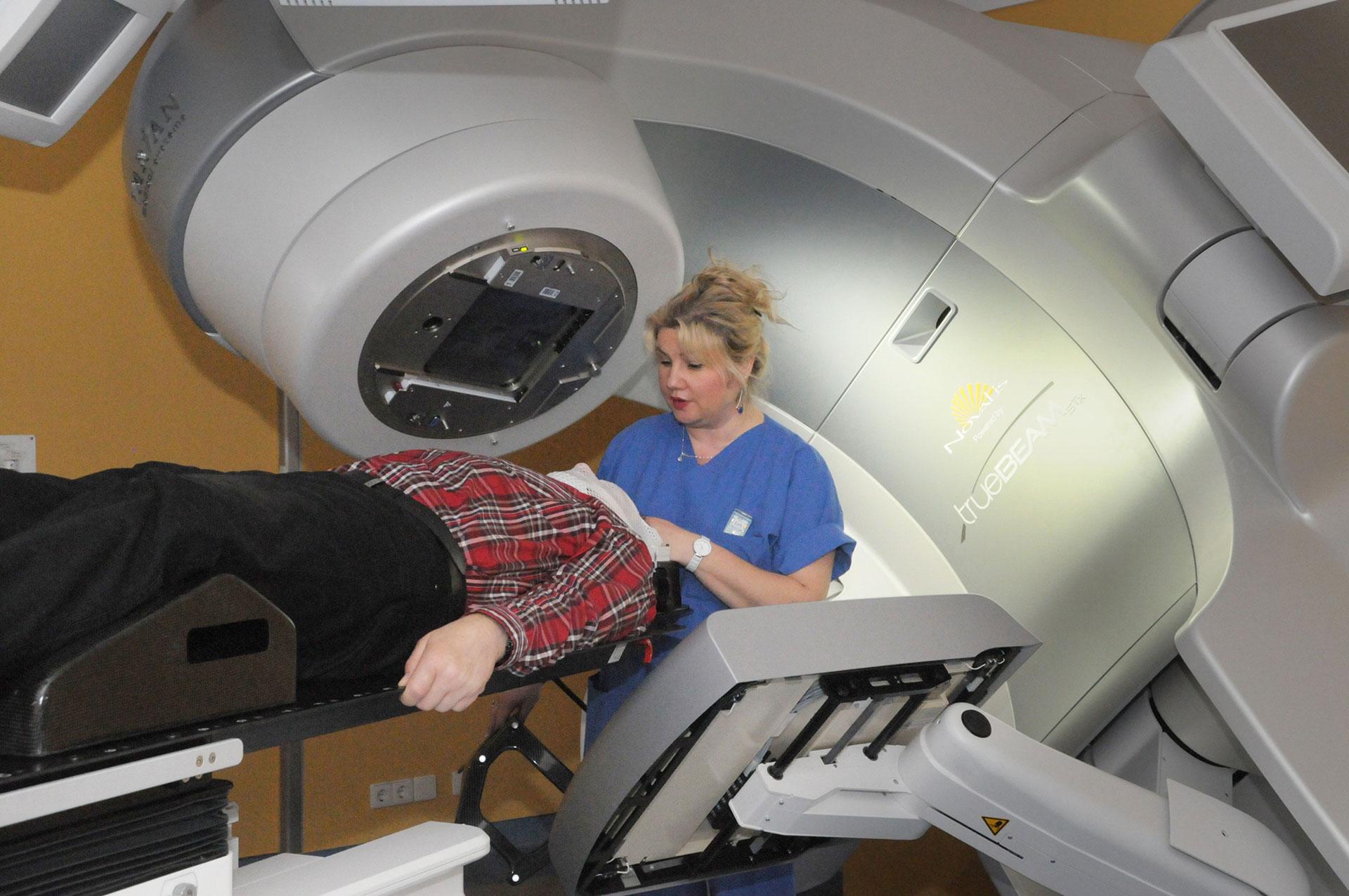 SKD_Radiochirurgiesystem-mit-Patient