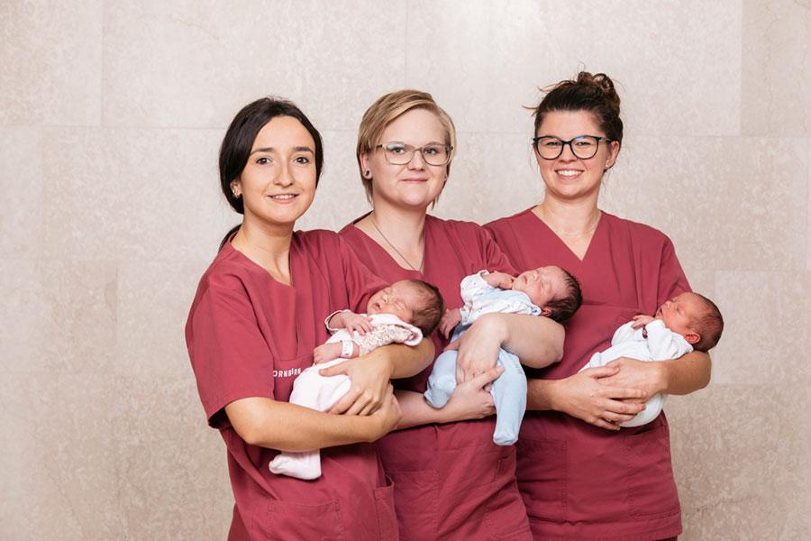 Geburtshilfe—Pflegerinnen-mit-Babies-2019-(1)-
